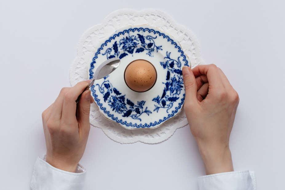 kokt ägg i äggkopp